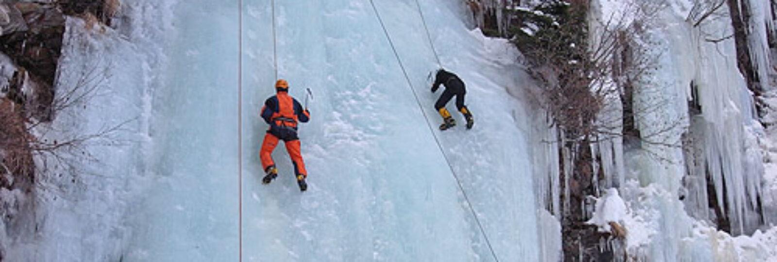 Prove di arrampicata su ghiaccio.