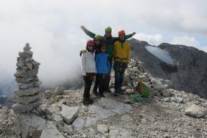 Manuela e i suoi bellissimi figli in vetta alla cima Falkner (2999m), variante al sentiero Benini.
